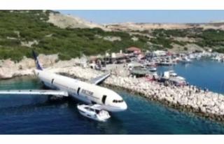 Dev yolcu uçağı, Saros Körfezi'nde batırılıyor