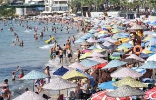 İstanbullular oy kullanmaya gitti, plajlar Egeliler...