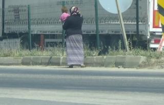 Bursa'da dilenciler sürücüleri bezdirdi! Bebeklerle...