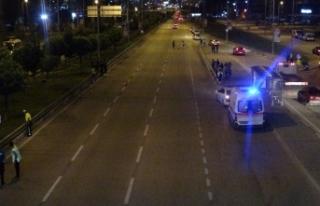 Bursa'da üst geçidi kullanmayan yayaya otomobil...