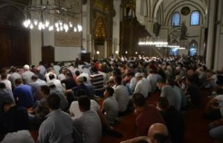 Bursa'da vatandaşlar tarihi camilere akın etti