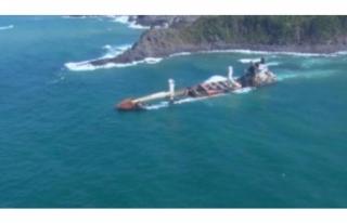 Karaya oturan gemi kaderine terk edildi