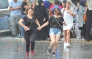 Sağanak ve fırtına Bursa'yı da vurdu!