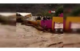 Sel stadı yıktı, 7 kişi öldü!