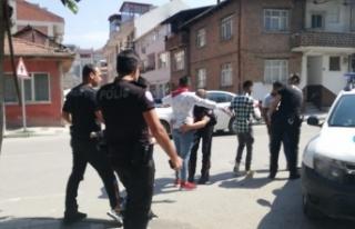 Bursa'da askerlik bahanesiyle para toplayan gençler...