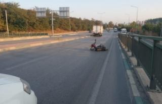 Bursa'da otomobilin arkadan çarptığı motosiklet...