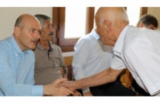 Bakan Soylu, sivil şehit yakınları ile bir araya...