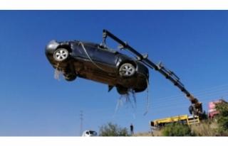 Bursa'da araç şarampole uçtu! 2 kişi...