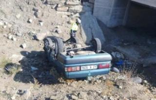 Otomobil, köprüden uçtu: 3 yaralı