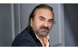 Volkan Konak sahnede anne-babasının cinsel hayatını...