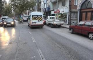 Bursa'da otomobilin altında kalmaktan son anda...