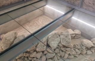 Belediye binasının restorasyonunda tarihi mozaikler...
