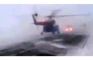 Helikopter kara yoluna acil iniş yaptı!