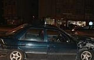 Askeri Midibüs İle Otomobil Çarpişti:3 Yaralı