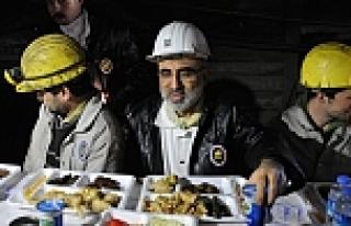 Bakan Yıldız 2015'e madencilerle girdi