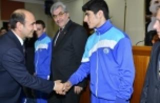 Başkan Edebali şampiyonları ağırladı