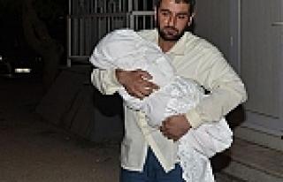 Bebeğinin naaşıyla hastane hastane gezdi
