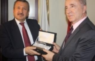 Bir istifa da Galatasaray Üniversitesi'nden