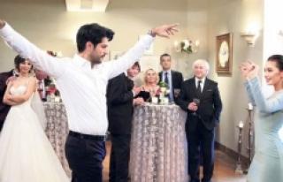 Burak Özçivit düğüne gitmedi!