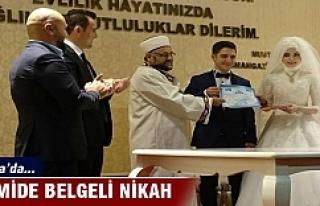 Bursa'da camide belgeli nikah