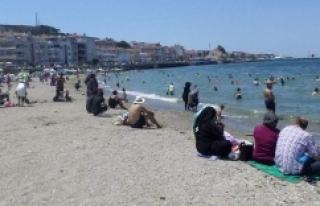 Bursa'da Suriyelilerin deniz keyfi