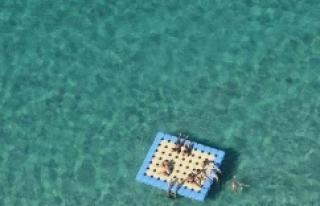 Duba üzerinde uyuyan 2 kişi denizde kayboldu
