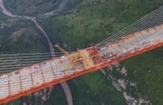 Dünyanın en yüksek asma köprüsü 564 metrede
