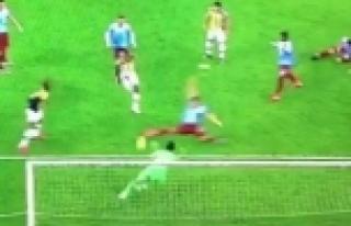 Emenike, Fenerbahçe taraftarını çıldırttı!