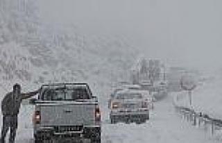 Ermenek'te Kar Yağışı Hayatı Felç Etti