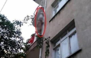 Evinin balkonunda kendini astı