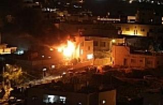 İsrail Gazze'yi sahurda vurdu
