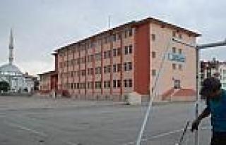 Karatay Belediyesi'nden Okul Bahçelerinde Temizlik