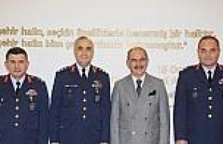 Komutanlardan Başkan Büyükerşen'e İade Ziyareti