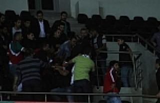 Maçta AK Parti - Karşıyaka kavgası!