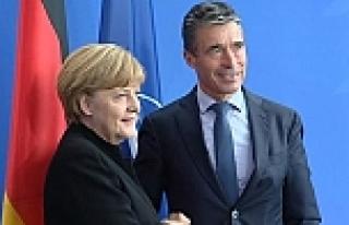 Merkel Rusya'yı uyardı!