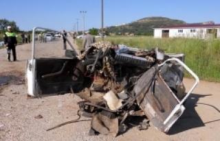 Minibüsle otomobil çarpıştı: 12 yaralı