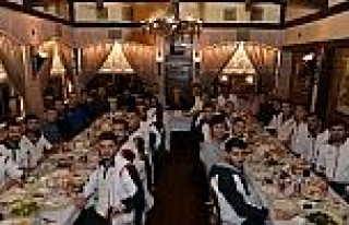 Muratpaşa'lı  Futbolculara Moral Yemeği