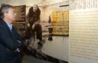 Orhan Pamuk Şiir Kütüphanesi'ne hayran kaldı