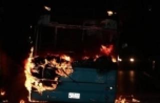PKK'lılar halk otobüsünü yaktı