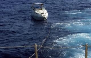 Sahil Güvenlik ekipleri, deniz ortasında bozulan...