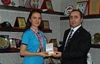 Şampiyon Sporcu, İl Emniyet Müdürü Tonbul'u...