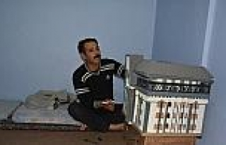 Suriyeli Ressam El Hamet, Kaymakam Citer'e Maket...