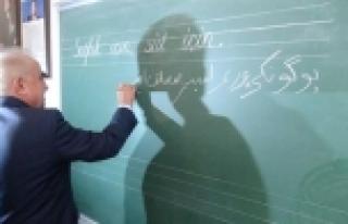 Validen ilkokul öğrencilerine Osmanlıca not