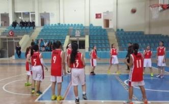 Vanlı Basketbolcular Yarı Finalde