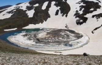 Bursa'da göl buza döndü