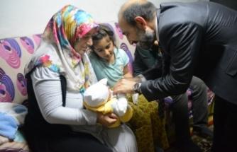 Edebali, babalarını kaybeden 7 kardeşi iftarda yalnız bırakmadı
