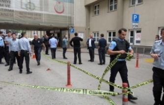 Hastane önünde silahlı saldırı! Bir kişi başından vuruldu!