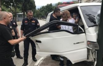 Bursa'da feci kaza! Kontrolden çıkan araç...
