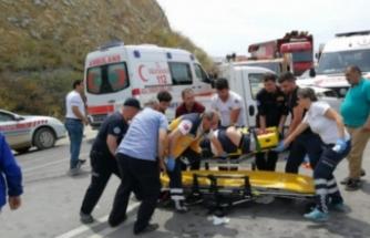 Bursa'da iki araç kafa kafaya çarpıştı! Yaralılar var
