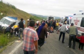 Bursa'da işçileri taşıyan kamyonet kaza yaptı! Çok sayıda yaralı var